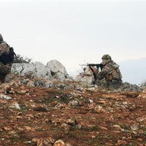 بالصور: الجيش يتخذ وضعيات قتالية في ميس الجبل