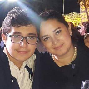 بعد منعها من أولادها دوللي خباز تعتصم أمام الصرح البطريركي !