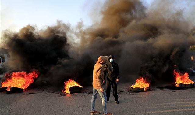 لليوم الثاني على الإحتجاجات... هذه هي الطرقات المقطوعة