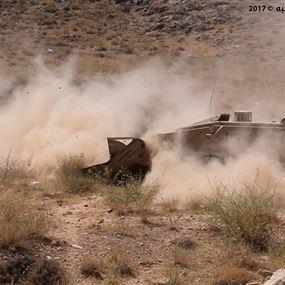 فوج الهندسة في الجيش يتابع أعمال إزالة الألغام