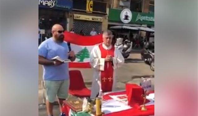 بالفيديو: قدّاس في إحدى التظاهرات
