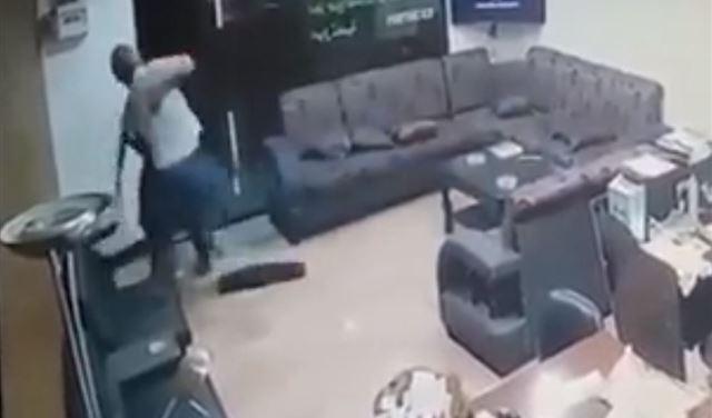 بالفيديو: مختار صور ينقذ نفسه من محاولة اغتيال