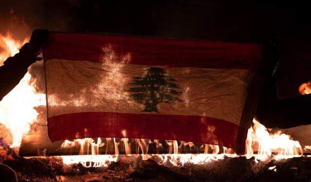 """""""غضبٌ شعبيّ"""" يعمّ المناطق اللبنانيّة"""