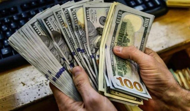 الدولار الأميركي يهوي لأدنى مستوى