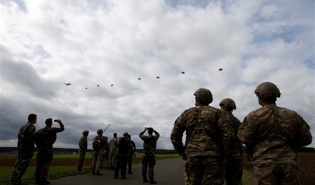 الجيش الأميركي ينفّذ عملية إنزال كبيرة قرب حدود روسيا
