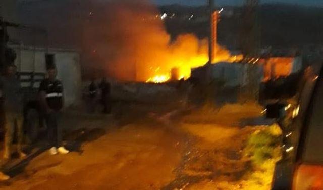 بالصور: إشكال واطلاق نار كثيف وحرق خيم للنازحين في رياق