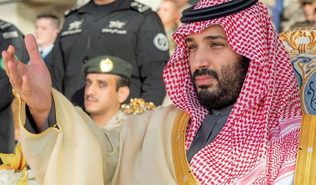 """مذيع بـ""""الجزيرة"""" يعلن وقوفه إلى جانب بن سلمان: اشتقت للمملكة"""