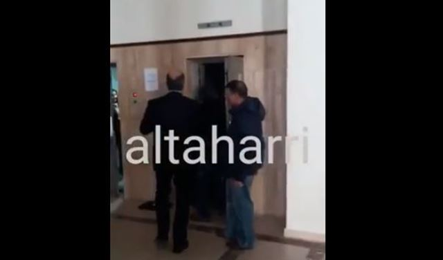 """بالفيديو.. """"علقة"""" داخل قصر عدل بيروت"""