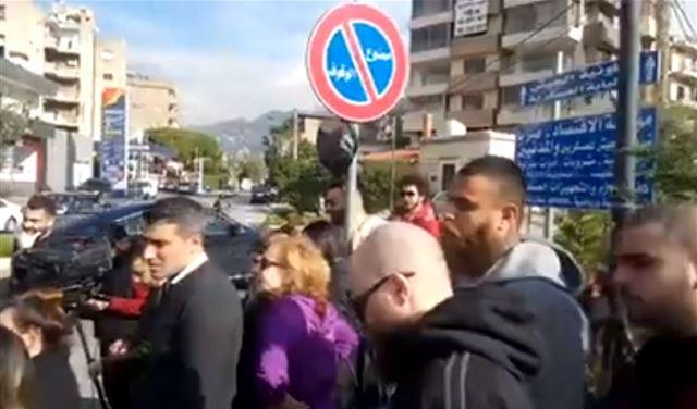 بالفيديو: توقيف 4 متظاهرين في صربا ... والأهالي يعتصمون