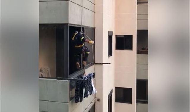 بالفيديو: هكذا دخل الدفاع المدني منزلها لإنقاذها في كسروان