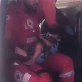بالفيديو.. نقل إمرأة حامل من وادي حميد إلى عرسال