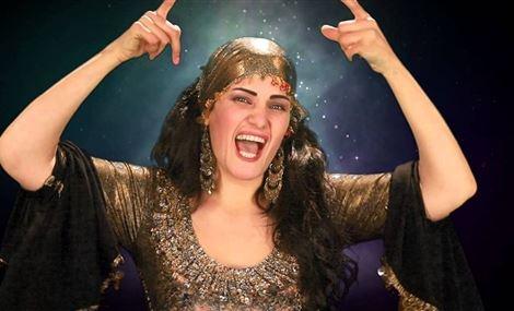 راقصة مصرية تقدم برنامجا دينيا في رمضان !!