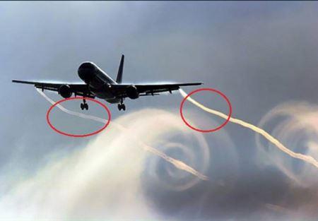 علميا.. هذا هو سر الخطوط البيضاء خلف الطائرات!