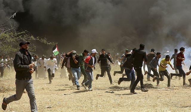 غزة... إشعال الإطارات وإلقاء المتفجرات تجاه السياج الحدودي