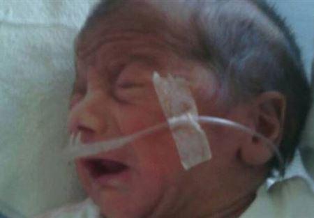 مشفى لبناني يحتجز رضيعاً حتى إتمام تكاليف ولادته
