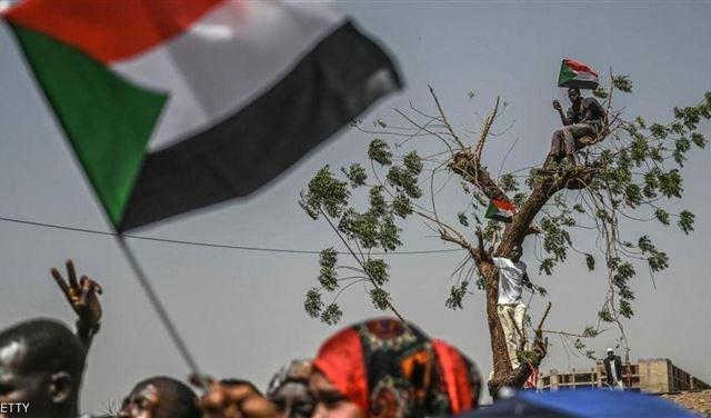 """بعد البشير.. عبد الله والعباس و""""رموز"""" أخرى إلى سجون السودان"""