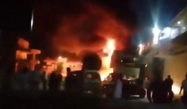 بالفيديو: حريق كبير في صهريج محروقات في وادي خالد