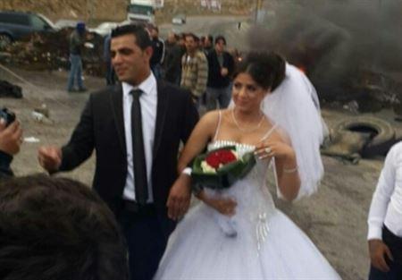 بالصور عروس وعريس يتضامنان مع أهالي الأسرى في ضهر البيدر