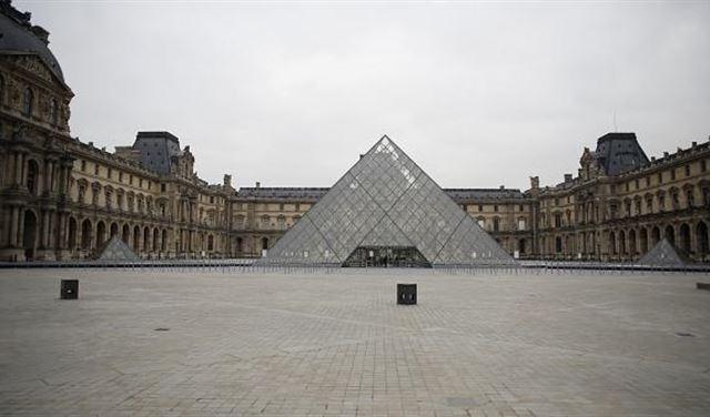 """فرنسا تُعيد فتح متحف """"اللوفر"""""""