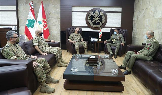 قائد الجيش في سلسلة لقاءات