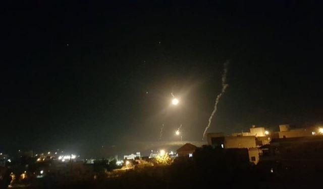 قنابل مُضيئة وطائرات مُسيّرة فوق مناطق جنوبية
