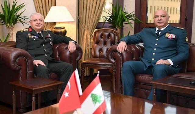 الشؤون العسكرية بين قائد الجيش ونظيره التركي (صور)