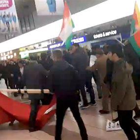 بالفيديو.. شجار بين أكراد وأتراك في مطار هانوفر
