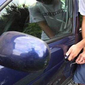 ضبط سيارة مسروقة وتوقيف سائقها في منطقة الدورة
