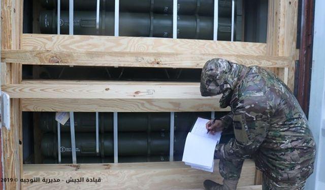 """بالصور: الجيش يتسلم """"هبة"""" أميركية عبر مرفأ بيروت"""
