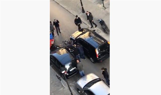 """بالفيديو: """"وحش"""" طرابلس يُعاكس زوجة """"الدركي""""... ويُبرِّحه ضربًا!"""