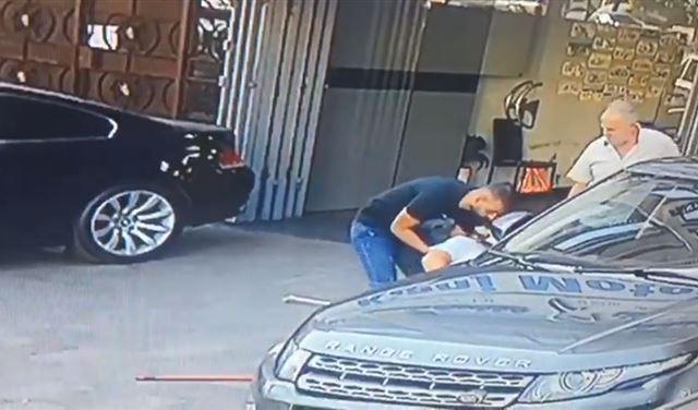 بالفيديو: لحظة إصابة مواطن برصاص الإبتهاج بالحريري