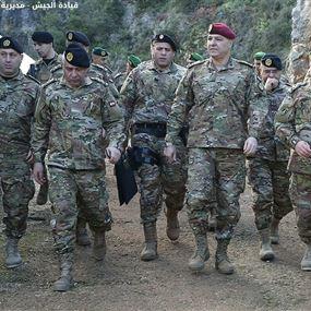 قاد الجيش: الأمن في البلاد تحت السيطرة