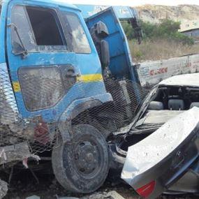 اجتياح شاحنة لمعرض سيارات في المصيلح كاد ان يتسبب بكارثة
