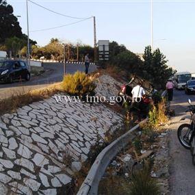 بالصورة: انزلاق مركبة محلة جسر دوحة الحص