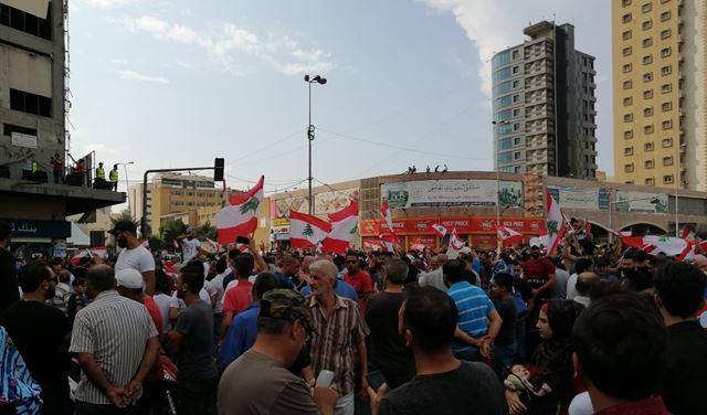 علم تركي يشعل خلافاً بين المعتصمين في طرابلس