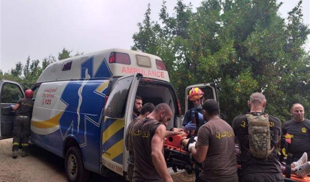 بالصور: انقاذ مواطنة في وادي يحشوش