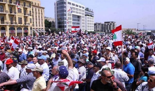 3 عسكريون مضربون عن الطعام منذ أمس.. والإعتصام مستمر