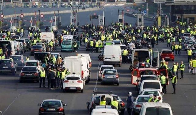 """""""السترات الصفراء"""" يهددون بشل الحركة في فرنسا"""