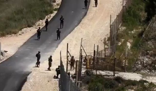 بالصورة: جرافات إسرائيلية تسجّل خرقاً جديداً على الحدود
