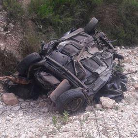 بالصور..  تدهور سيارة في حبوب وسحب جُثتين منها!