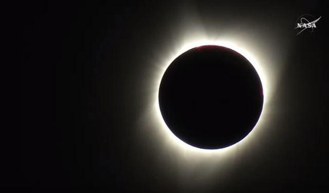 بالفيديو..كسوف كلي للشمس في الولايات المتحدة