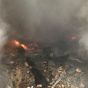 بالصور: حريق داخل منزل مهجور في الصرفند