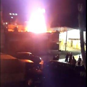 بالفيديو: حريق ضخم وسط سوق بعلبك التجاري