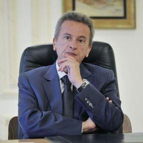هل فعلاً قدّم رياض سلامة استقالته.. وما هو وضع الليرة اللبنانية؟