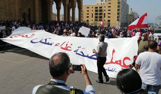 بالصور: وفودٌ من مختلف المناطق إلى ساحة الشهداء!