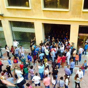 كيف أُخرج المتظاهرون من مبنى الوزارة